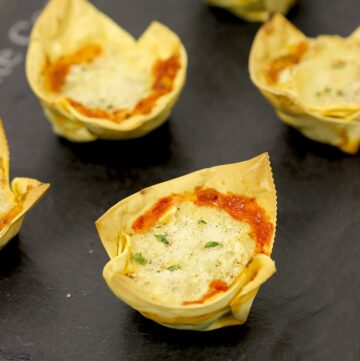 How to make the traditional italian lasagne, in a fun cupcake version! Recipe by The Petite Cook