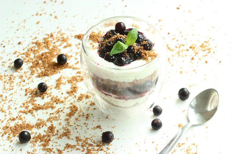 blueberry ricotta cheesecake with almond crumble - gluten free dessert recipe thepetitecook.com