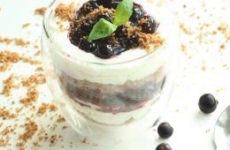 blueberry ricotta cheesecake with almond crumble - gluten free dessert recipe thepetitecook.com