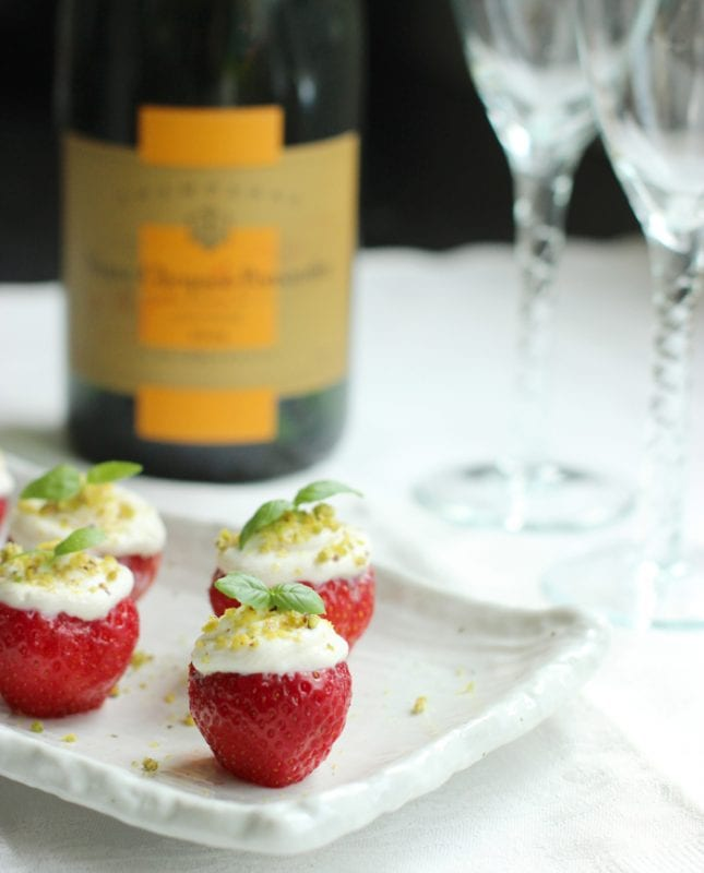 champagne-cheesecake-strawberries
