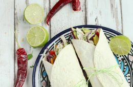 Ready in 15 mins only, these quick Thai chicken tacos are super light and easy to prepare - the perfect guilt-free way to satisfy tacos cravings! - Healthy Recipe by The Petite Cook