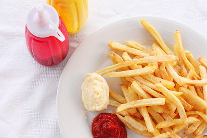 Easy Homemade Ketchup in 3 Steps - Quick, healthy and made with only natural ingredients! Recipe by The Petite Cook