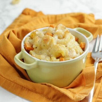 Cheesy and rich, with a delicious pumpkin note- Homemade Pumpkin Mac and cheese is the perfect comfort food to celebrate fall season.