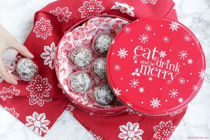 Homemade Allergy-friendly Christmas gifts guaranteed to please everyone, from the pasta lover to the chocolate obsessed foodie. Vegan, dairy-free and gluten-free options included - From thepetitecook.com