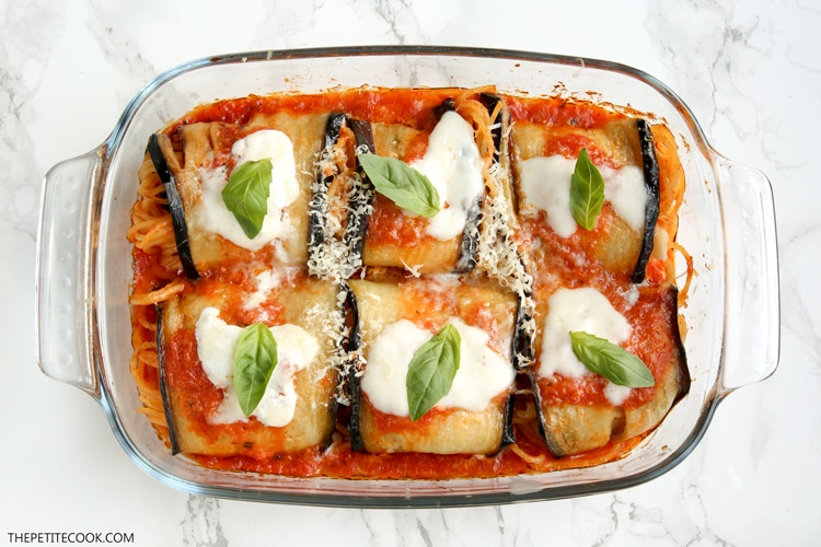Eggplant spaghetti sandwiches are a must for Sunday lunch in Sicily. A different ( and totally tasty) way to present the classic spaghetti with tomato and eggplant. Vegetarian recipe by thepetitecook.com