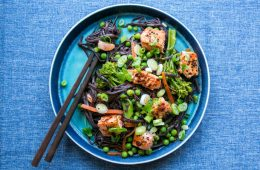 Ready in 20 min Thai Sweet Chili Salmon Soba noodles. Packed with healthy proteins, fats and fiber and completely dairy-free, egg-free and gluten-free. Recipe by The Petite Cook - thepetitecook.com