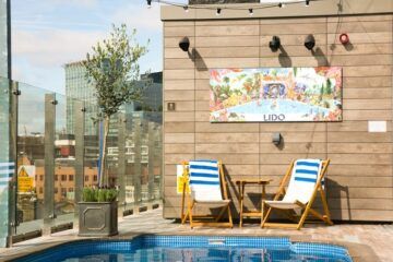 One of the hottest hotel openings in 2017, The Curtain Hotel just opened its doors in the hipster neighborhood of Shoreditch - With a rooftop terrace, a SPA, a ballroom and 3 restaurants (including Marcus Samuelsson's Red Rooster) the New York-style hotel offers a laid-back luxurious in the heart of London. read the review on The Petite Cook