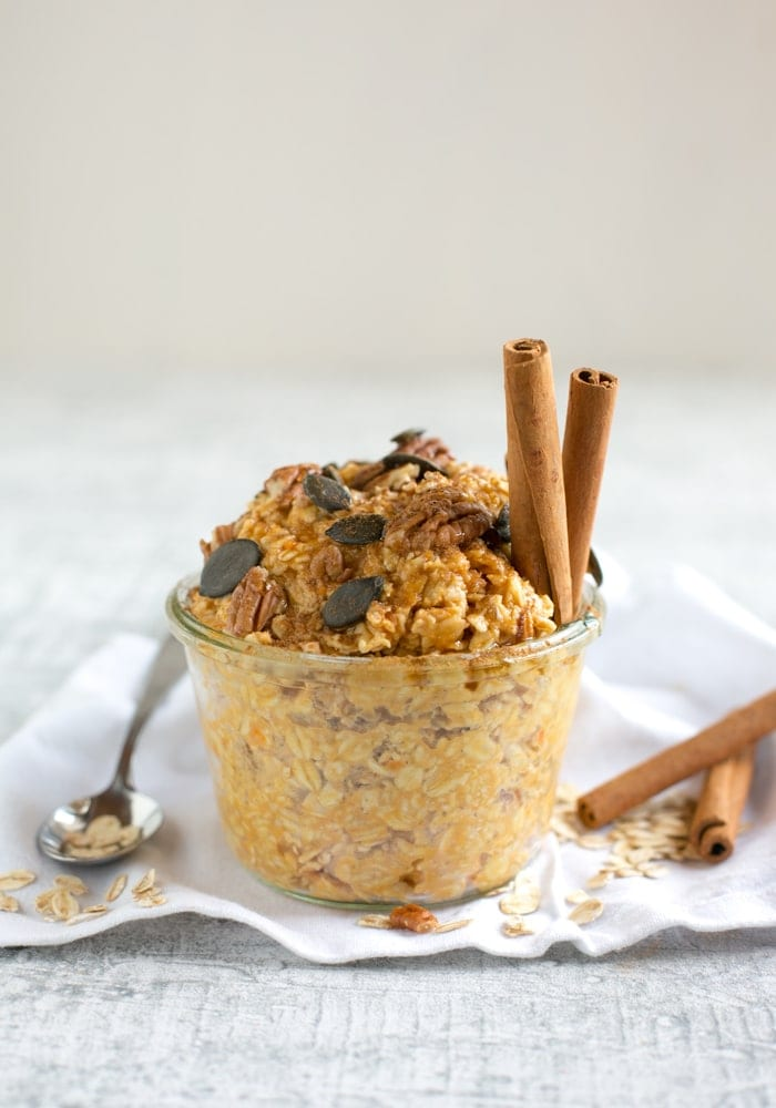 This #glutenfree Pumpkin Pie Overnight Oats is like having dessert for breakfast! Creamy oats, crunchy pecan nuts, and packed with pumpkin pie flavors, make this the perfect fall morning treat! Recipe by The Petite Cook