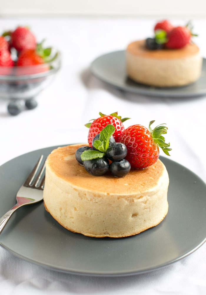 How to make the popular Japanese Pancakes – Incredibly fluffy and light, these soufflé-like pancakes are super fun and easy to recreate at home! Recipe by The Petite Cook