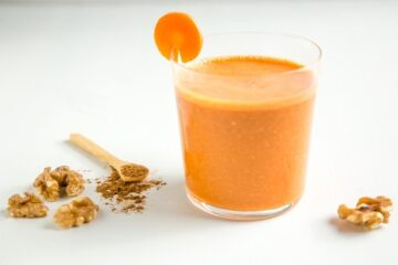This easy Carrot Cake Smoothie tastes like a delicious slice of carrot cake, but it's made with healthy, wholesome fresh ingredients. Plus, it's naturally sweet, vegan and gluten-free! Recipe by The Petite Cook