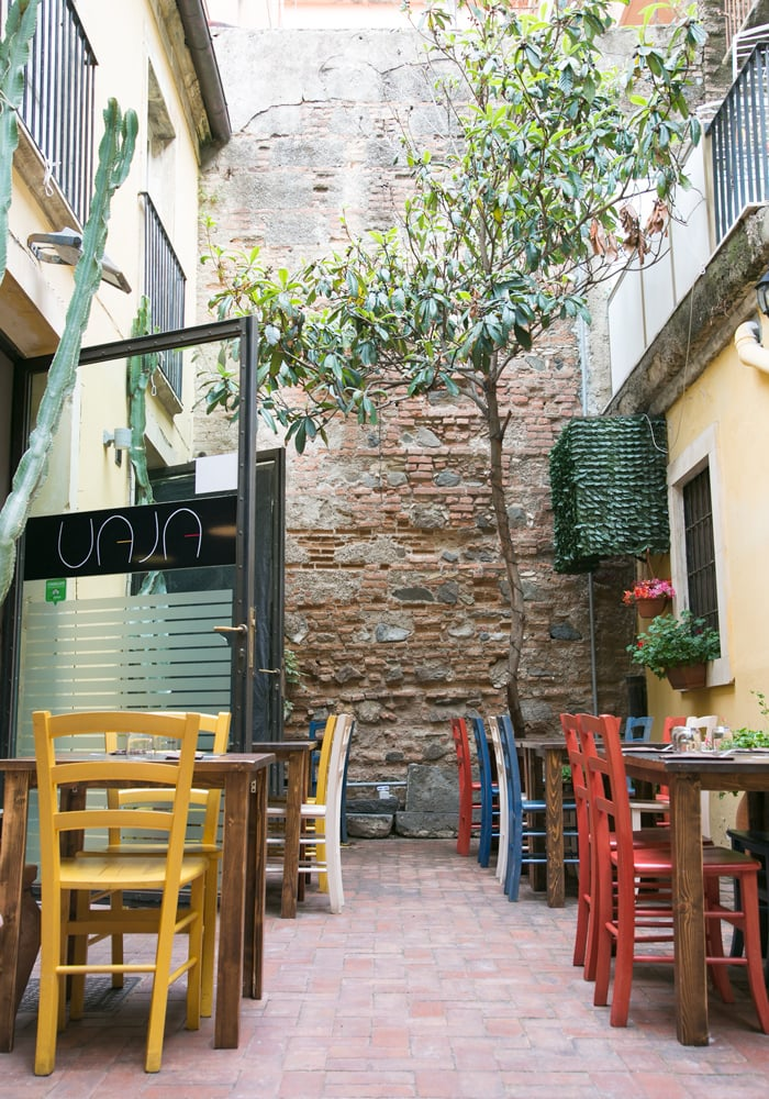 vaja wine bar and bistrot interiors