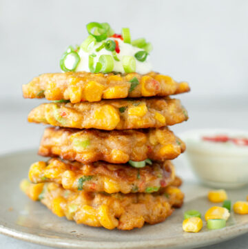 sweetcorn fritters served with yogurt dip