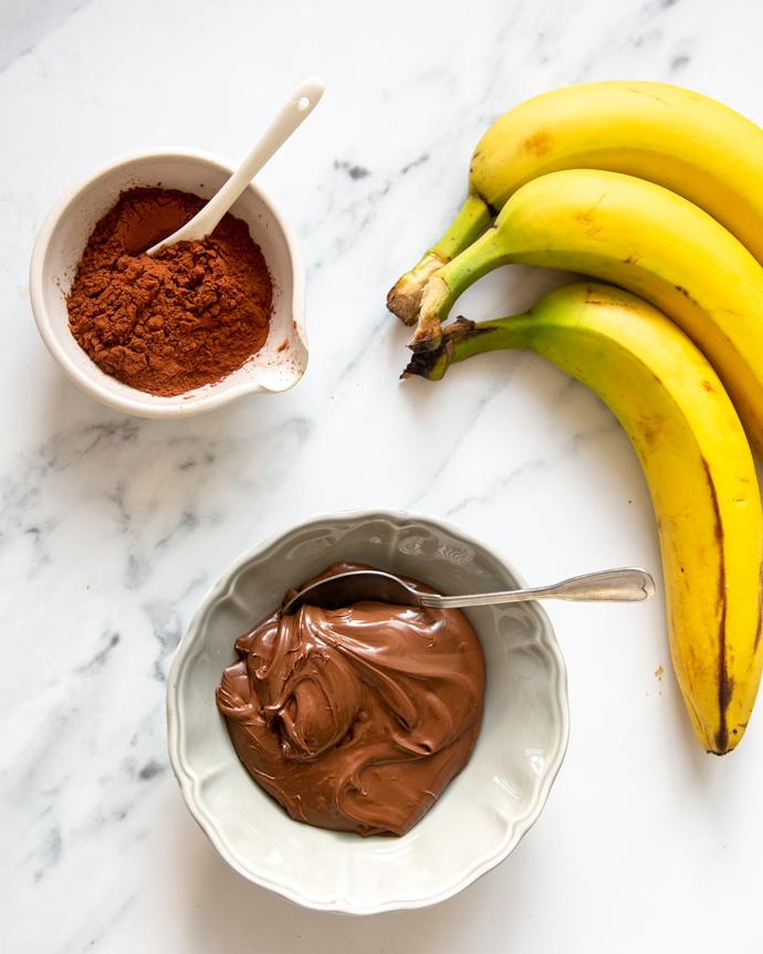 recipe ingredients: nutella, cocoa powder, 3 bananas.