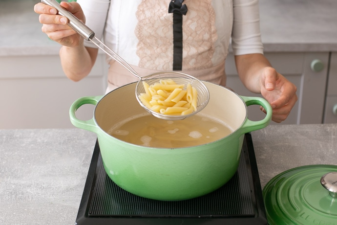 how to cook pasta step 6, drain the pasta with a colander or strainer.